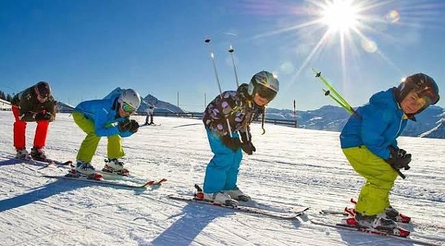 Kayseri'de yaşayan çocuklar kayak yapmayı öğrendi.