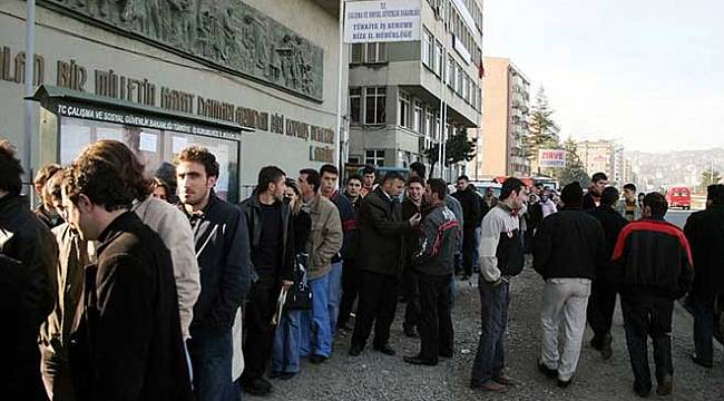 İşsiz sayısı 1.3 milyon arttı